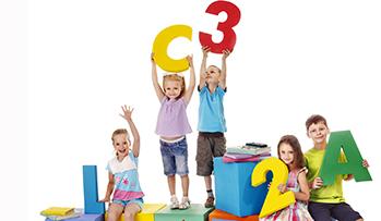 专业国际英语培训:拥有超过15年的英语教学经验,使用英国进口原版教材,创设类母语环境,外教授课为孩子提供全英的沟通交流环境,能有效的激发孩子英语学习兴趣,充分尊重孩子语言习得的规律和学习特点,培养孩子英文思维及英文沟通能力。(试听3-12岁