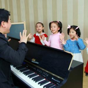 优秀童声班:在读学员均有机会参加优秀童声汇报演出,机构...