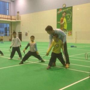 专业培训班羽毛球(3-12岁)