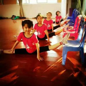 拉丁舞提高班(3-12岁)