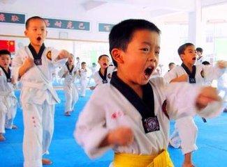 道艺跆拳道会早教课程:学会分清是非黑白,孝敬父母,学会自立!(体验课4-6岁)