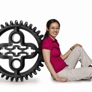 动力机械III 学生先通过设计,然后手动搭建,反复改进...