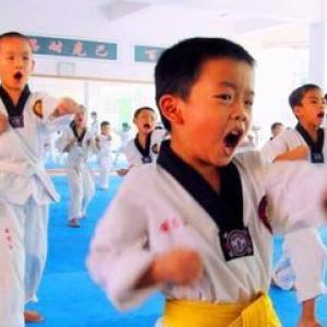 道艺跆拳道会早教课程:学会分清是非黑白,孝敬父母,学会...