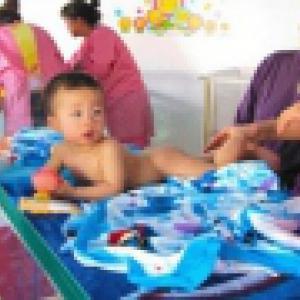 婴儿游泳体验课